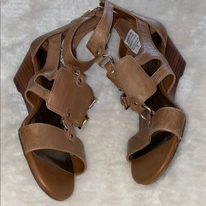 Denver Hayes Good comfort wedge tan sandals Sz 7